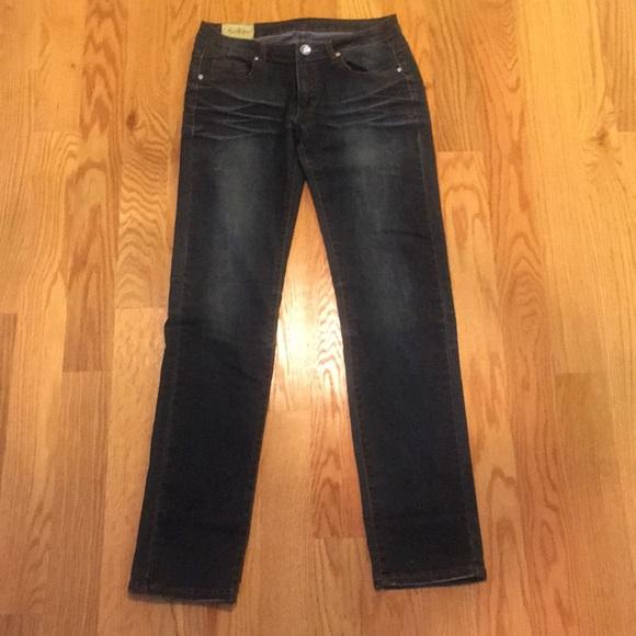 Machine Denim - Skinny/Straight fit jean